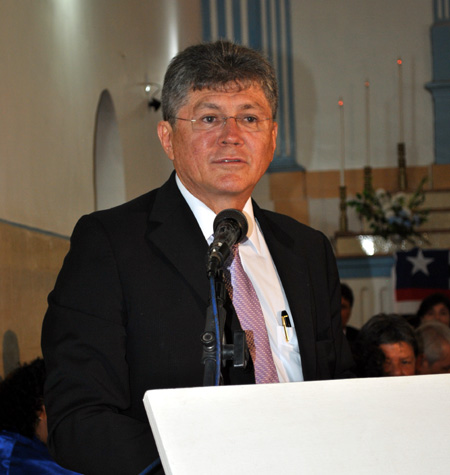 Roland Costa agradecendo a homenagem da AVL