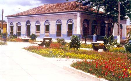 Prefeitura de Viana com a fachada original de azulejos portugueses
