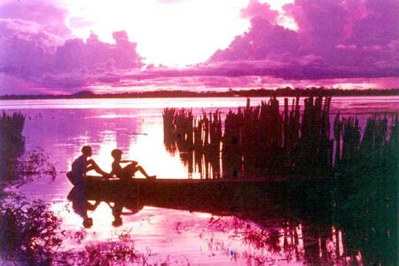 Crepúsculo no lago de Viana
